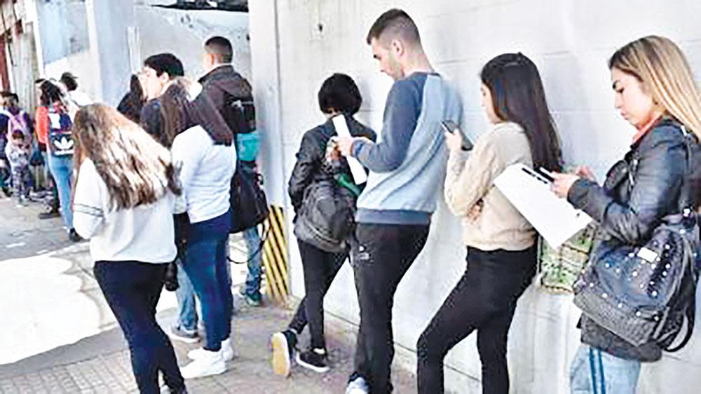 UK unemployment eases but vacancies soar
